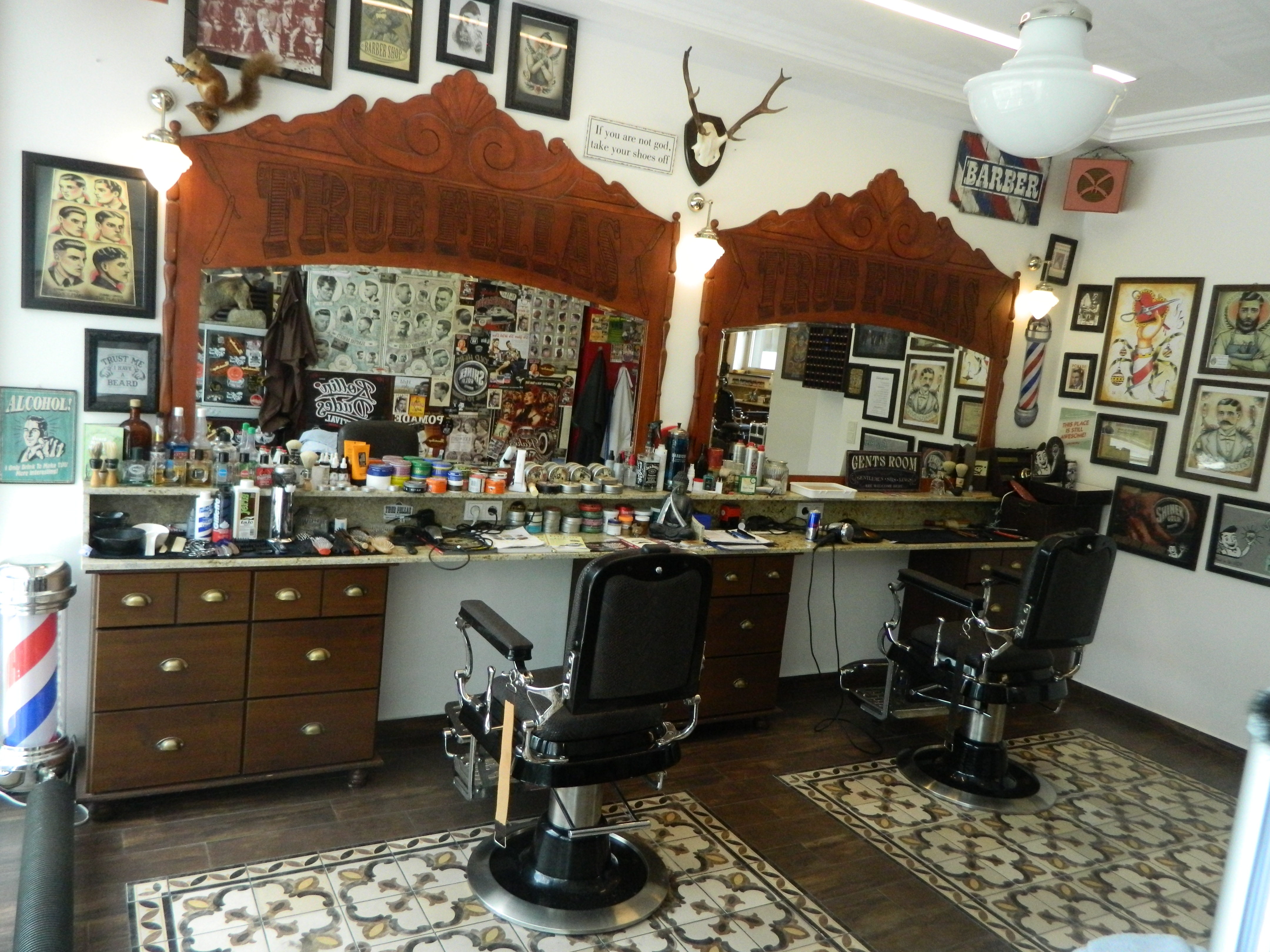 Barber shops friseure pomadeshop for Shop einrichtung